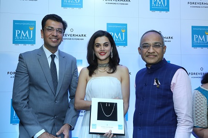 Sachin Jain, President Forevermark India, Taapsee Pannu and Kushal Jain at the launch of Forevermark at PMJ Jewels in Hyderabad